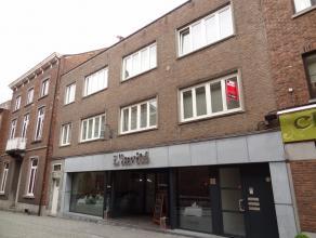 Ruim, gezellig appartement met 2 slaapkamers en ruim terras in het stadscentrum van Sint-Truiden en op wandelafstand van het station.Het appartement b