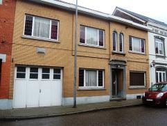 Deze zeer ruime woning ligt in het centrum van Landen. Ze beschikt over een zeer groot potentieel dankzij de beschikbare woonoppervlakte, alsmede door