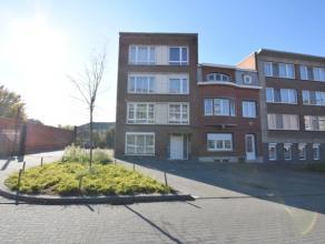 Eén slaapkamer appartement in het centrum van Landen, in een rustige straat en toch vlakbij de verbindingsweg naar de E40. Het appartement is k