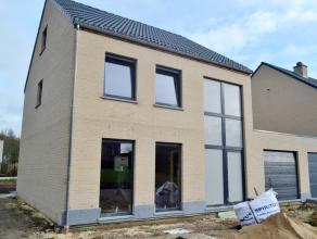 Ruime nieuwbouwwoning - volledig afgewerkt met inger. keuken, badkamer, vloeren, binnendeuren). <br /> Omheinde tuin met terras<br /> Sleutel op de de
