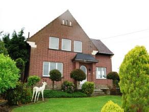 Nabij de dorpskern van Neerwinden, vindt u deze vrijstaande woning. Buiten de ruime living en de 3 grote slaapkamers, beschikt deze woning over een mo