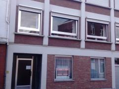 Mooi gelijkvloersappartement op wandelafstand van de Grote Markt en het station met 1 ruime slaapkamer. Indeling: gemeenschappelijke inkomhal, ruime