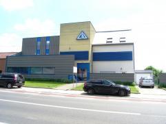 Bedrijfsgebouw bestaande uit burelen ( 350 m² ), archiefruimte, magazijnen ( 850 m² ) , open loods op een terrein van 4.767 m² en teven