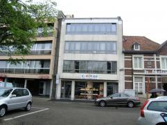 Mooi appartement op een uitstekende ligging aan het Europaplein.  Met ruime inkomhal, living met gashaard, keuken, 2 slaapkamers, berging, badkamer