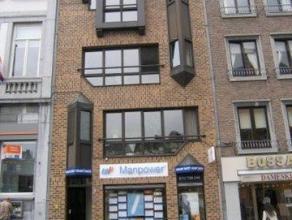 Mooi appartement met prachtig zicht op de Grote Markt.  Indeling: inkomhal, ruime woonkamer, keuken, badkamer, slaapkamer, toilet en klein terras.