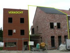Nieuwbouwwoning deel uitmakend van een project bestaande uit 4 nieuwbouwwoningen dewelke ontworpen werden in hedendaagse stijl.De woningen zijn rustig