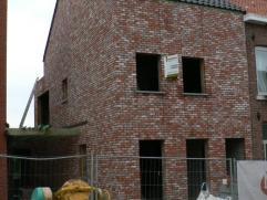 Nieuw te bouwen woning deel uitmakend van een project bestaande uit 4 nieuwbouwwoningen dewelke ontworpen werden in hedendaagse stijl.De woningen zijn