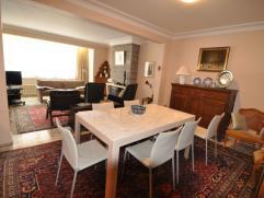 Mooi verzorgd appartement van 115m2 omvattende drie slaapkamers ruime woonkamer, keuken, badkamer, aparte wc, berging, kelder, ruim terras. Centraal g