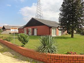 Mooie vrijstaande bungalow gelegen op een perceel van 9a53ca en een woonoppervlakte van +/- 160m². Rustig gelegen in de buurt van de school en ve