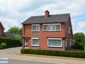 Ruime, instapklare gezinswoning met 4 slaapkamers (mogelijkheid tot een 5de slaapkamer) gelegen aan de verbindingsweg van Overpelt en Lommel. De wonin