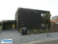 Nieuwbouw (2014). Deze woning met moderne en strakke architectuur is afgewerkt met duurzame en energievriendelijke materialen gelegen in een rustige b