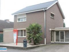 Volledig gerenoveerde woning, alsook het dak werd in 2012 volledig vernieuwd. De woning werd met oog voor detail ingericht en met kwaliteitsmaterialen