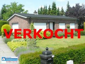 Zeer goed onderhouden woning (type bungalow) met een mooie aangelegde en onderhouden tuin, gelegen in uiterst rustige omgeving met landelijk karakter