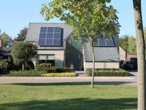 Ovenplein 9 - 3920 Lommel  In mooie tuinwijk gelegen verzorgde gezinswoning met 3 slaapkamers.  indeling gelijkvloers; Inkomhal - traphal, wc, bu