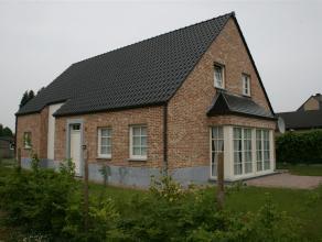 Kroonstraat 10 - 3920 LOMMEL<br /> <br /> Recente pastorijwoning met 3 slaapkamers, ruime woonkamer met erker,  volledig ingerichte keuken, hal, wc, b