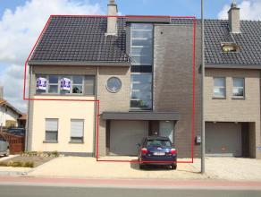 Prachtig ruim en helder appartement met 3 slaapkamers, groot terras, inpandige garage en 2 autostaanplaatsen. EPC : 129 kWh/m². Vg, Wg, Gdv, Gvkr