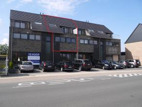 Ruim recent duplex appartement (140m²) met 2 slaapkamers, zuidelijk terras en ondergrondse staanplaats met berging. EPC : 128,93 kWh/m². Voo