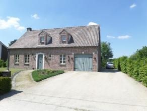 Prachtig (gedeeltelijk) gerenoveerd landhuis met 3 slaapkamers, bureelruimte, hobbyruimte en grote tuin. EPC : 420 kWh/m². Vg,Wg,Gdv,Gvkr,Vv.
