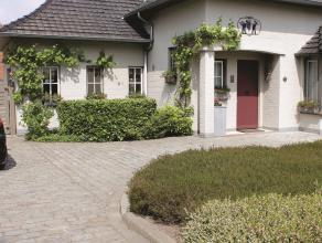 Charmant, volledig gerenoveerd (2007) landhuis met 2 slaapkamers, veranda en tuin. Luxe afwerking! Klein beschrijf mogelijk! *Indeling: Gelijkvloers: