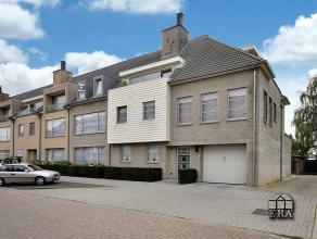 Prachtig appartement met heldere living (56m²), 3 slaapkamers, 2 badkamers, 3 terrassen, garage en kelder. Luxe afwerking! EPC : 228 kWh/m².