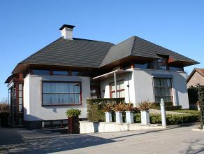 Luxe afgewerkte, moderne villa (600m²-1800mÂ) met lift, 2 badkamers en 3 royale slaapkamers op perceel van 14a. EPC : 155 kWh/m². Vg,W