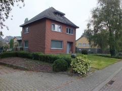 Ruime, gerenoveerde woning met 3 slaapkamers, nabij het centrum van Lommel.