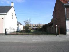 Bouwgrond te Kaulille:- geschikt voor het bouwen van 4 appartementen- bereikbaar via achterzijde- centrale ligging; op wandelafstand van winkels, open