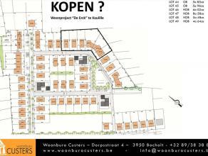 Lot 45, gelegen in een woonuitbreidingsgebied op de verkaveling genaamd 'De Erck'. Dit perceel biedt de mogelijkheid voor een open bebouwing waarvan d