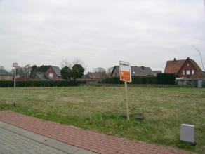 Lot 48, gelegen in een woonuitbreidingsgebied op de verkaveling genaamd 'De Erck'. Dit perceel biedt de mogelijkheid voor een halfopen bebouwing waarv