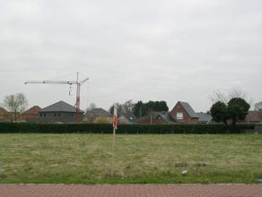 Lot 47, gelegen in een woonuitbreidingsgebied op de verkaveling genaamd 'De Erck'. Dit perceel biedt de mogelijkheid voor een halfopen bebouwing waarv