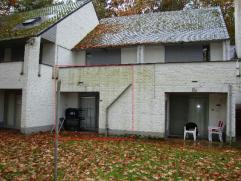 Zeer bosrijk op domein Hengelhoef in residentie Eik nr. 3 gelegen appartement; enkel geschikt als vakantiewoning. De grond is in erfpacht voor 99 jaar