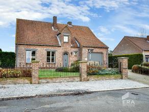 Ruime, vrijstaande woning met rustige ligging te Linde-Peer op 8a31ca. Indeling: Woonkamer met open haard, veranda, ingerichte keuken met keramische k