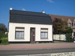 Gelegen in Kleine Brogel, degelijke woning die onlangs voorzien werd van een nieuw dak. Deze woning is ruimer dan op het eerste zicht doet vermoeden !