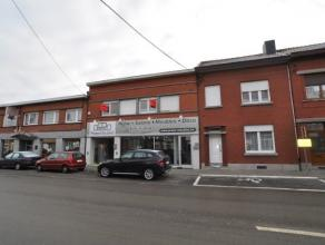 Immeuble composé d'un rez commercial de 350 M² avec un bureau et un appartement très spacieux (+-150 M²) avec entrée in