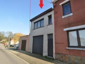 FAIRE OFFRE A PARTIR DE 70.000 euro NOUVEAU PRIX...Grande maison avec 2 entrées. Beau potentiel daménagement elle se compose dun living,