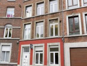 Liège Mont Saint Martin. Pour grande famille ou deux familles : spacieuse maison  en excellent état avec cour et disposant de 4-5 chambr