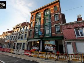 LIÈGE: Au cœur de la ville, cet immeuble de rapport comprend 1 rez commercial, 2 appartements (1ch), 6 studios et 2 duplex.  Bâtiment EN