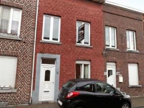 """Liège : Dans un quartier paisible maison très saine avec une petite cour. Elle a été """"déshabillée"""" et dont l"""