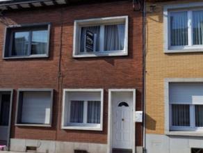 SCLESSIN: Située dans un quartier calme, cette petite maison coquette vous propose de nombreuses possibilités d'aménagements. Com