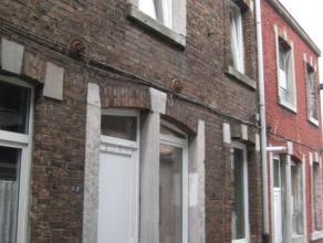 Liège: Située à proximité de l'hôpital de la Citadelle, des commerces et transports en communs. Petite maison ouvri&