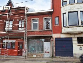 SERAING: Ancienne maison de commerce, dans un quartier commerçant, vous réservant beaucoup d'espace tant au rez-de-chaussée et au