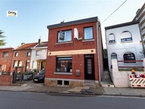 SERAING: Venez découvrir cette maison (4 façades, 2 chambres) présentant de beaux volumes et jouissant d'une bonne situation proc