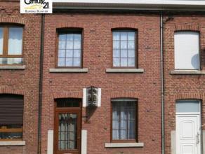 Petite maison en bon état, 2 chambres, chauffage central, châssis double vitrage avec volets, un très faible revenu cadastral et l