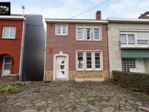 Herstal : Agréable Maison 3 façades récemment rénovée et proche de toutes commodités. Celle-ci est compos&ea