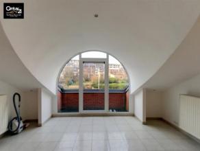 LIEGE : A deux pas du centre de Liège, appartement 2 chambres, living, cuisine équipée, salle de bain, WC, débarras, cave,