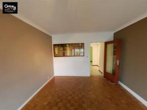 LIEGE-CENTRE : Appartement 1 chambre situé au 5ème étage avec vue sur le boulevard d'Avroy,  cuisine semi-équipée,