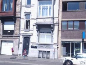 Liège-Guillemnins: Situé à proximité immédiate de la gare, proche des parcs du Laveu et du Centre Ville, des acc&eg
