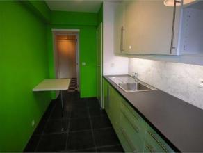 Loyer : 650euro. Charges : +/- 170euro. Appartement de 90 m² remis à neuf situé sur le Boulevard d'Avroy au 3ème étag