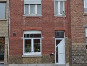 Offre àpd: 40.000 euro + rente 600 euro avec un maximum de 15 ans. Maison unifamiliale située au calme composé d'un hall, cuisine