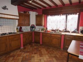 Offre àpd 169 000 euro. Unifamiliale 3 façades et 2 garages. Rez: hall d'entrée, cuisine équipée et séjour.